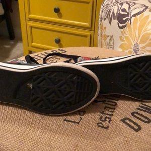 5df3143b85037c Converse Shoes - Size 11 kids marvel Superman converse